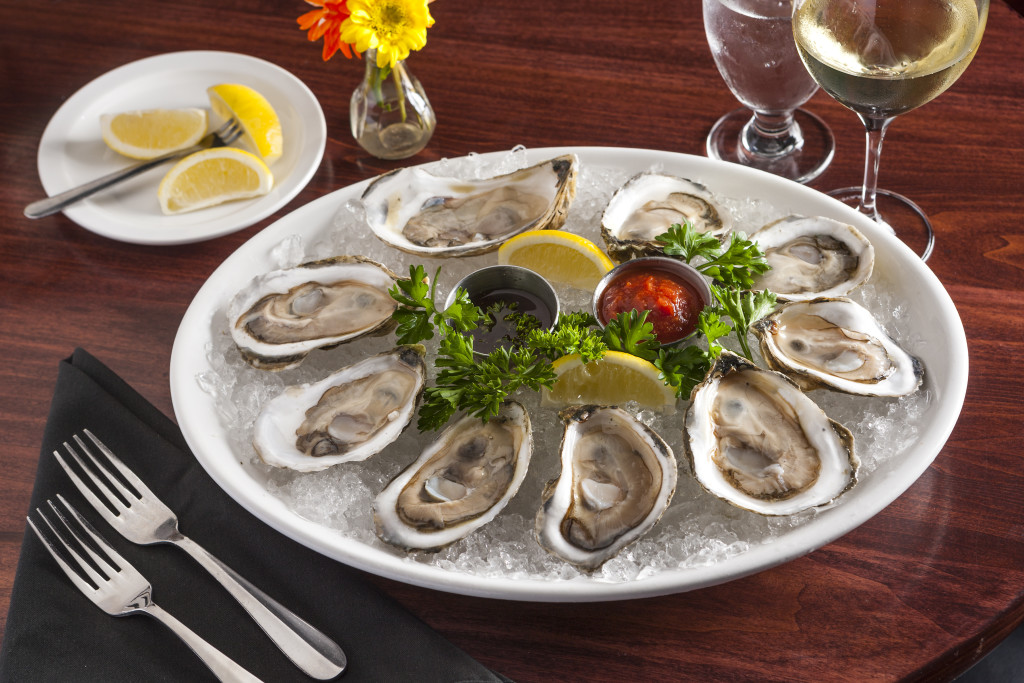 Oysters-on-the-Half-Shell-at-Sams-in-Ludlow-VT-1024x683